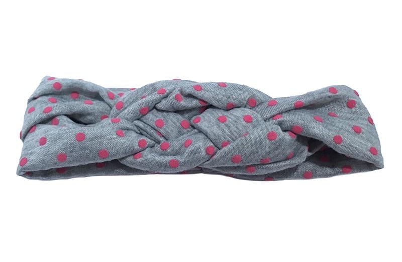 Lief grijs baby peuter haarbandje met fuchsia roze stippeltjes. Dubbel in elkaar geknoopt, van rekbare stof. Heeft, zonder uit te rekken, een omtrek van ongeveer 34centimeter.