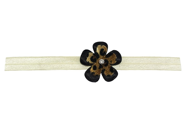 Leuk creme elastische baby haarbandje.  Met daarop een effen zwart bloemetje en een bloemetje met luipaardprintje. Afgewerkt met een klein zilver grijs steentje.