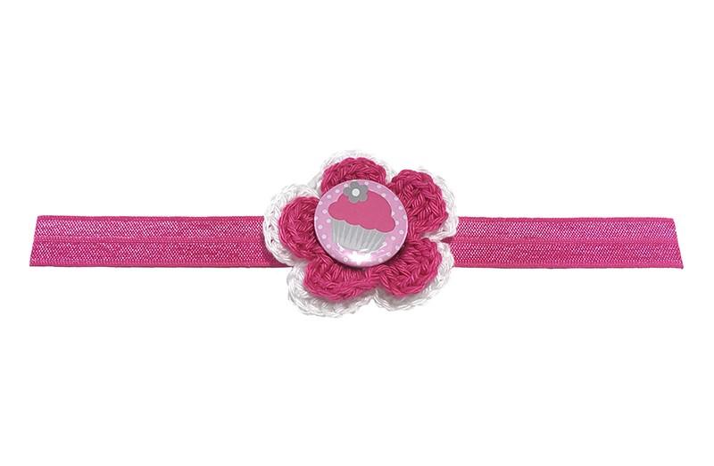Vrolijk fuchsia roze glanzend baby haarbandje. Met daarop een wit met roze gehaakt bloemetje. Afgewerkt met een vrolijke button.  Niet uitgerekt is het haarbandje ongeveer 18.5 centimeter. Het gehaakte bloemetje is ongeveer 5 centimeter.
