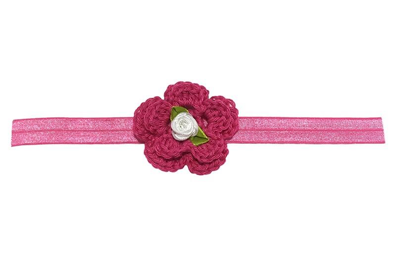 Vrolijk roze baby haarbandje met een grote roze gehaakte bloem en een wit roosje.