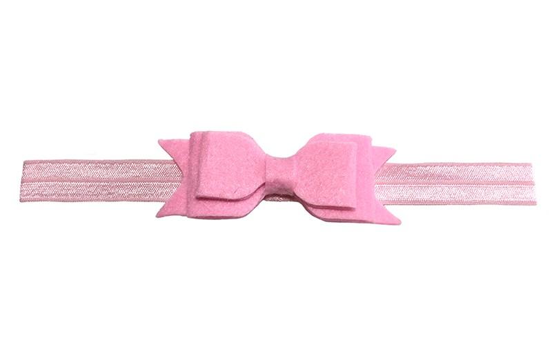 Vrolijk licht roze baby peuter haarbandje met dubbellaags roze vilten strikje.  Het haarbandje is van rekbaar elastiek daardoor geschikt tot ongeveer 3 jaar.  Het vilten strikje is ongeveer 9 centimeter breed.