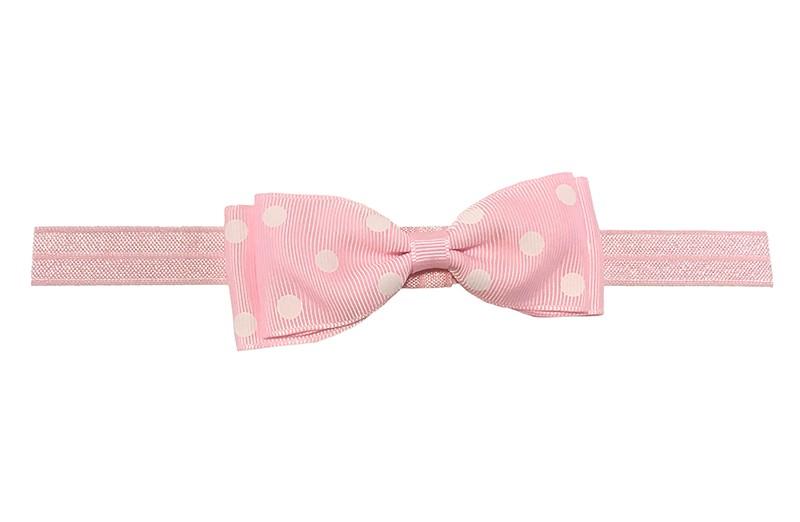Vrolijk licht roze baby haarbandje. Met een licht roze strik met witte stippeltjes.  Het strikje is ongeveer 9 centimeter.  Heeft zonder uit te rekken een omtrek van ongeveer 16.5 centimeter.