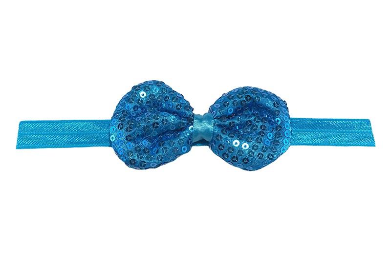 Leuk elastische baby haarbandje blauw. Met daarop een blauw stoffen strikje met kleine pailletjes. Het strikje is ongeveer 8.5 centimeter. Niet uitgerekt gemeten is het haarbandje ongeveer 17 centimeter.