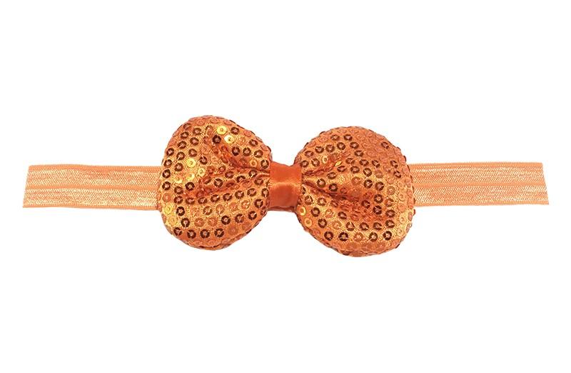 Leuk elastische baby haarbandje oranje. Met daarop een oranje stoffen strikje met kleine pailletjes. Het strikje is ongeveer 8.5 centimeter. Niet uitgerekt gemeten is het haarbandje ongeveer 17 centimeter.