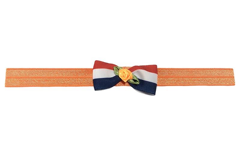 Hollands gekleurd! Vrolijk elastische oranje baby haarbandje. Met een rood wit blauw strikje en een oranje roosje.  Niet uitgerekt is het haarbandje ongeveer 17.5 centimeter.  Het strikje is ongeveer 5.5 centimeter breed.