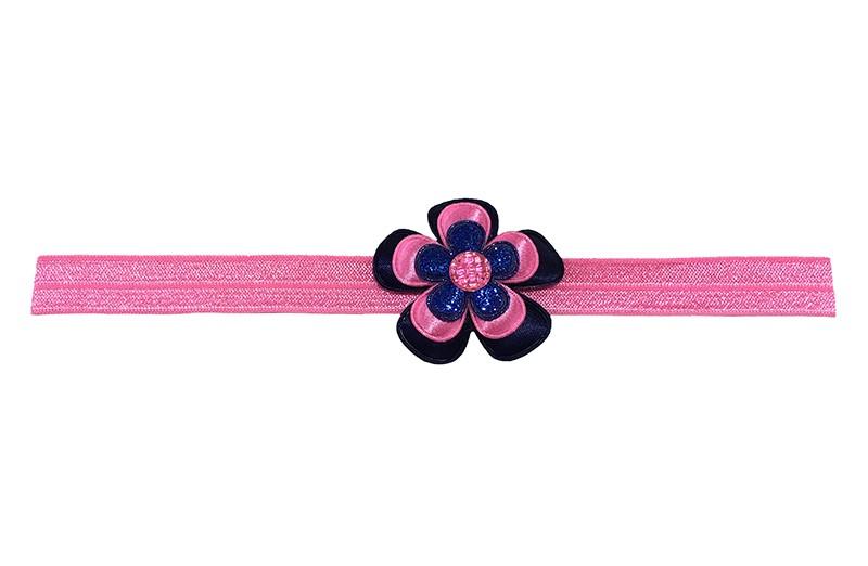 Vrolijk fel roze baby peuter haarbandje.  Met een donkerblauwe bloem, een fel roze bloem en een blauw glitter bloemetje.  Afgewerkt met een roze pareltje.  Het haarbandje is van rekbaar elastiek. Niet uitgerekt is het haarbandje ongeveer 18.5 centimeter.
