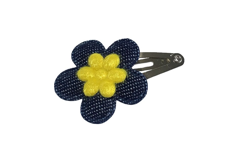 Vrolijk baby peuter haarspeldje.  Met een denim blauw bloemetje en een mini geel bloemetje.