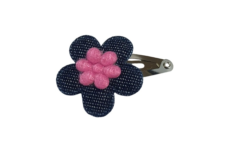 Leuk baby haarspeldje met een denim blauw bloemetje en een fel roze mini bloemetje.
