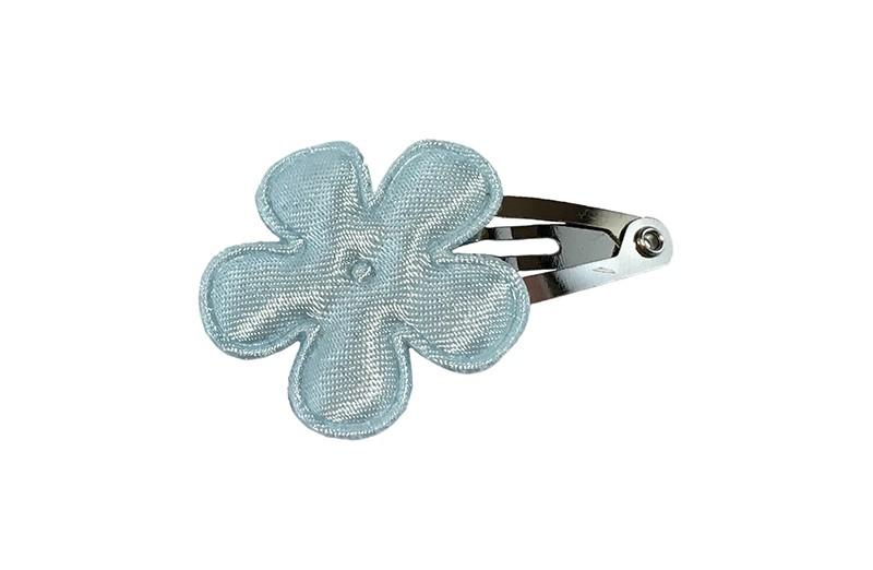 Vrolijk baby haarspeldje met een licht blauw bloemetje.