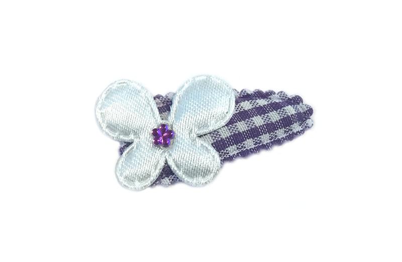 Vrolijk paars wit geruit baby haarspeldje met een glanzend wit vlindertje. Afgewerkt met een klein paars glimmertje.