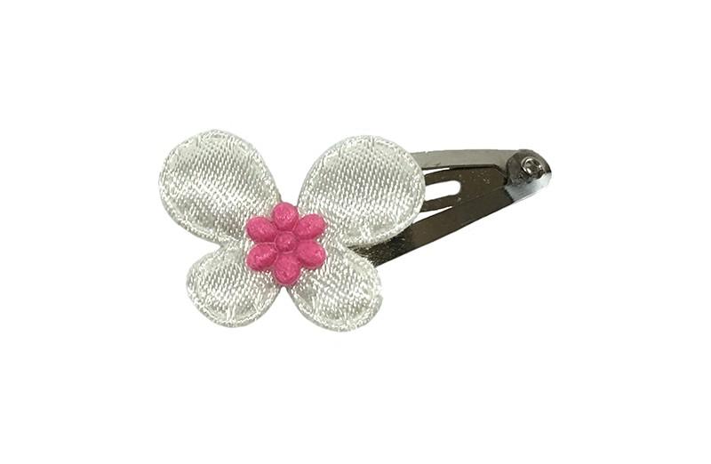Schattig baby haarspeldje met een wit vlindertje met daarop een fuchsia roze bloemetje.