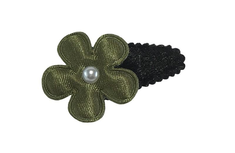 Leuk zwart fluffie baby peuter haarspeldje.  Met een legergroen bloemetje.  Afgewerkt met een klein pareltje.