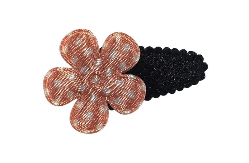 Leuk zwart fluffie baby peuter haarspeldje. Met daarop een zacht oranje bloemetje met witte stippeltjes.