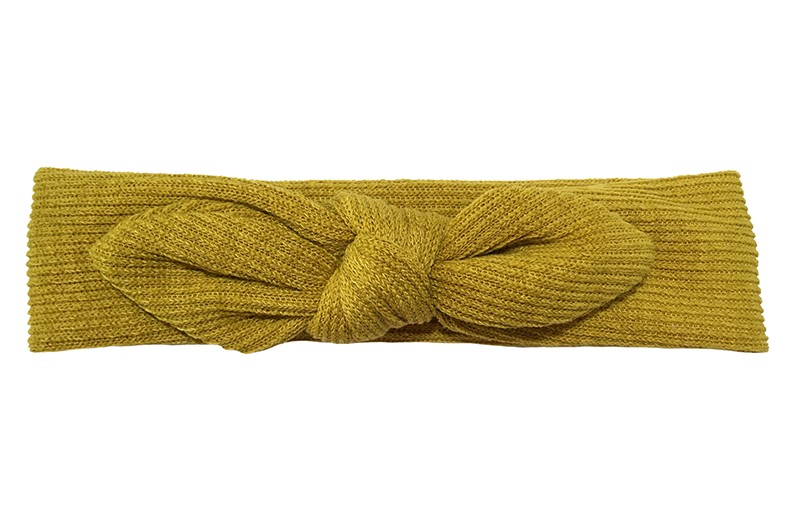 Schattig geel stoffen baby hoofdbandje. Het haarbandje is geknoopt in een vrolijk oortjes model.  Van een lekkere zachte stof. Zonder rek. Daardoor geschikt tot en met ongeveer 5 maanden.  De omtrek van het haarbandje is ongeveer 42 centimeter. Controleer regelmatig of het bandje niet te warm of te strak zit.