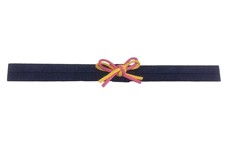Vrolijk donkerblauw baby peuter haarbandje. Met een felroze en geel suedelook strikje. Het haarbandje is niet uitgerekt ongeveer 18 centimeter breed. Geschikt tot ongeveer 2,5 jaar.  Het strikje is ongeveer 4 centimeter breed.