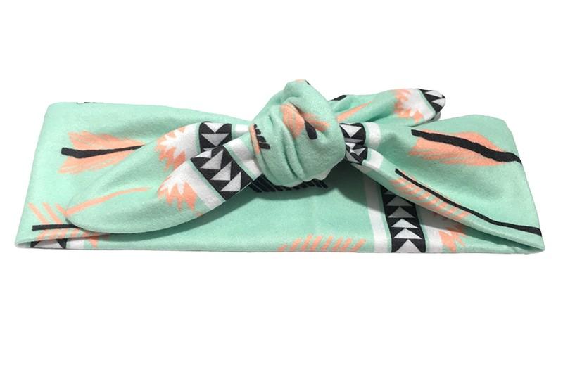 Vrolijk geknoopt mint groen meisjes (baby, peuter, kleuter) haarbandje met leuk printje in de kleuren zalm roze, wit zwart.  Het haarbandje is van zachte rekbare stof, geknoopt met