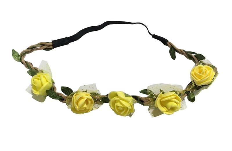 Vrolijk bloemenhaarbandje van gevlochten koort en een elastische gedeelte.  Met kleine groene blaadjes meegevlochten.  Op het bandje zitten 5 kleine gele roosjes met onder elk roosje een stukje tulestof. Leuk feestelijk haarbandje!