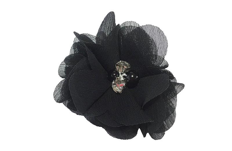 Leuk zwarte chiffon laagjes bloemetje met 4 kleine pareltjes. Op een alligator haarknipje van 4.5 centimeter bekleed met zwart lint.