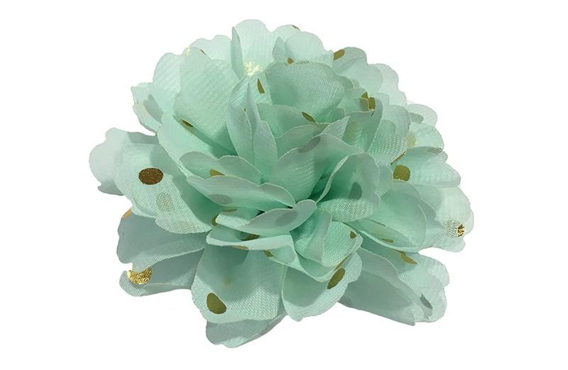 Vrolijke zacht (mint) groen haarbloem van chiffon met gouden stipjes.  Op een alligator knip van ongeveer 5 centimeter bekleed met creme lint.