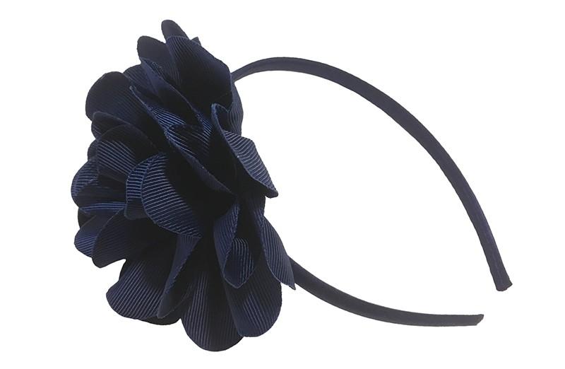 Vrolijke donkerblauwe meisjes diadeem met een grote donker blauwe bloem.