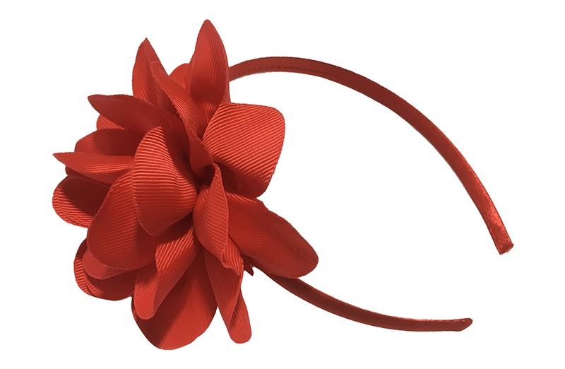 Vrolijke rode meisjes diadeem met een grote rode bloem.