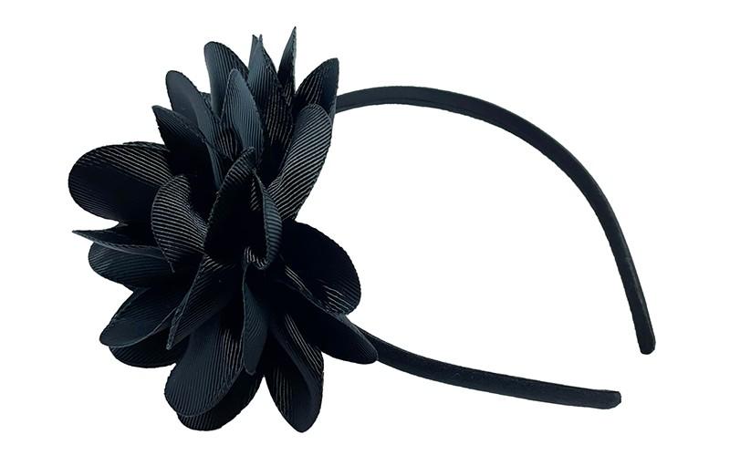 Vrolijke zwarte meisjes diadeem met een grote zwarte bloem.
