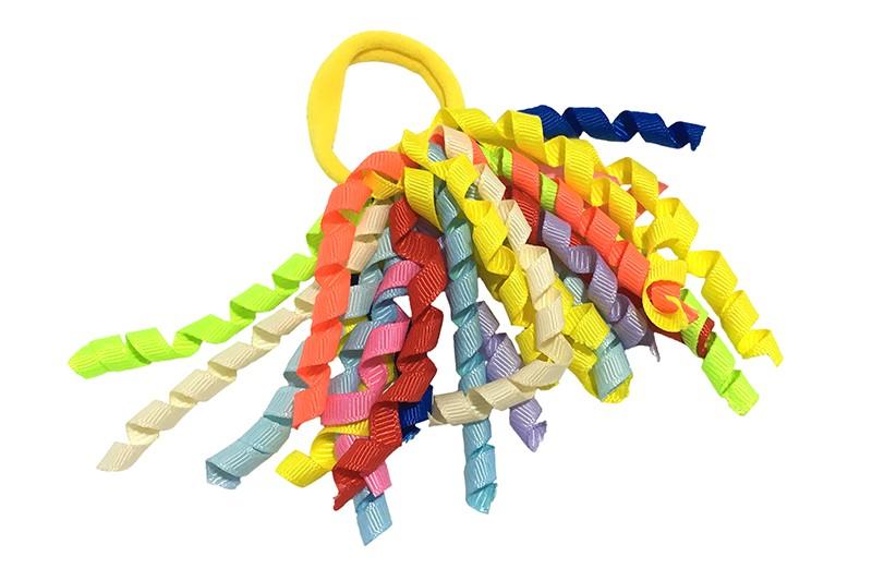 Vrolijke gele elastiek met gekrulde lintjes in verschillende leuke kleurtjes.  Met deze leuke elastieken altijd en heel makkelijk een vrolijk kapsel. Ook leuk per twee stuks.