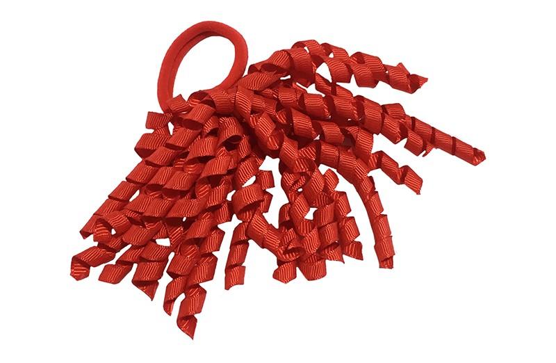 Vrolijke rode (zachte) haarelastiek met gekrulde rode lintjes.  Met deze leuke elastieken altijd en heel makkelijk een vrolijk kapsel. Ook leuk per 2 stuks.