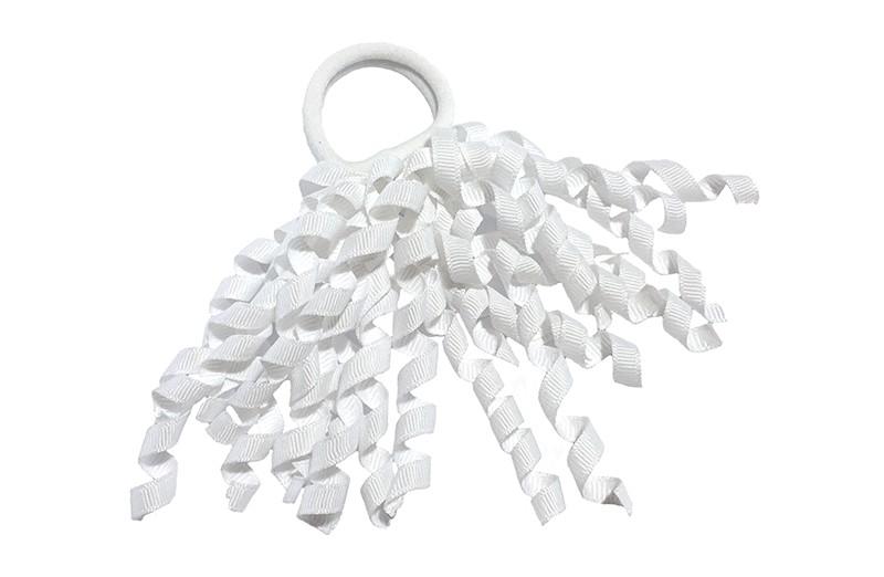 Vrolijke witte (zachte) haarelastiek met gekrulde witte lintjes.  Met deze leuke elastieken altijd en heel makkelijk een vrolijk kapsel. Ook leuk per 2 stuks.
