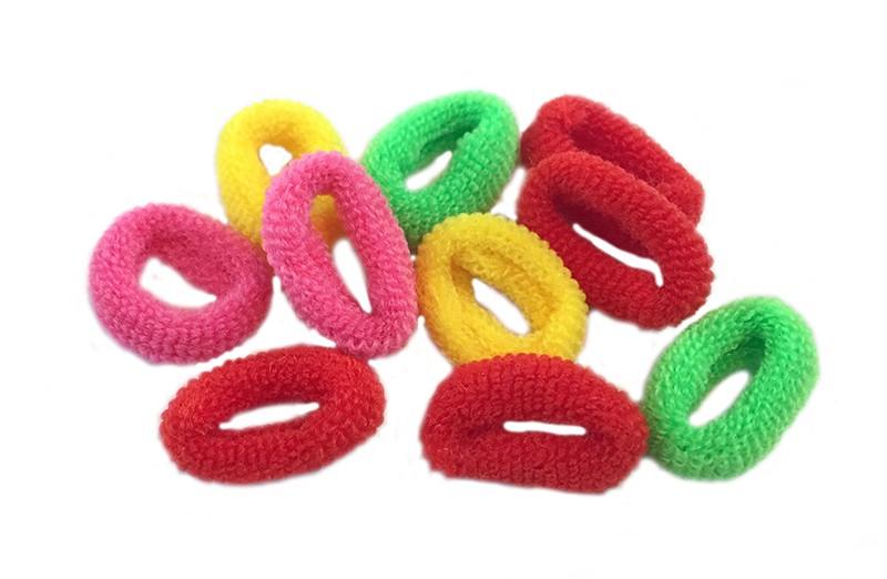 Leuk setje van 10 kleine zachte baby/peuter elastiekjes. In de kleuren rood, geel, groen en roze