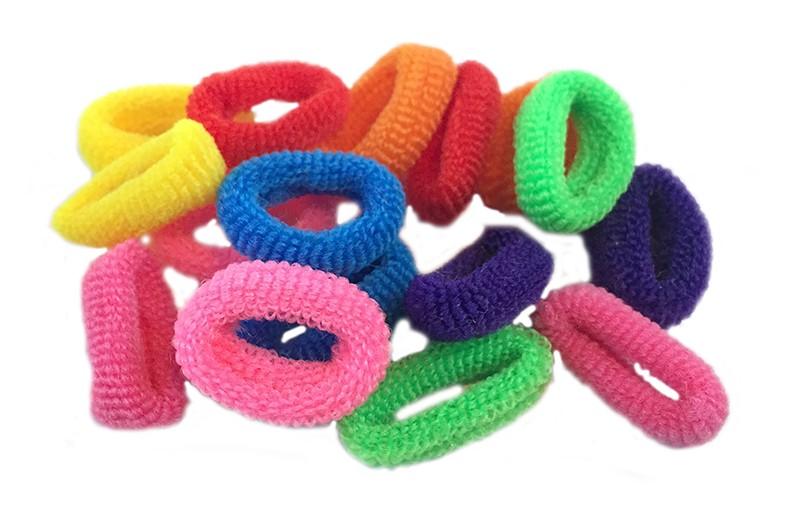 Leuk setje van 16 zachte kleine baby/ peuter elastiekjes. In de kleuren oranje, geel, paars, blauw, roze, rood en groen
