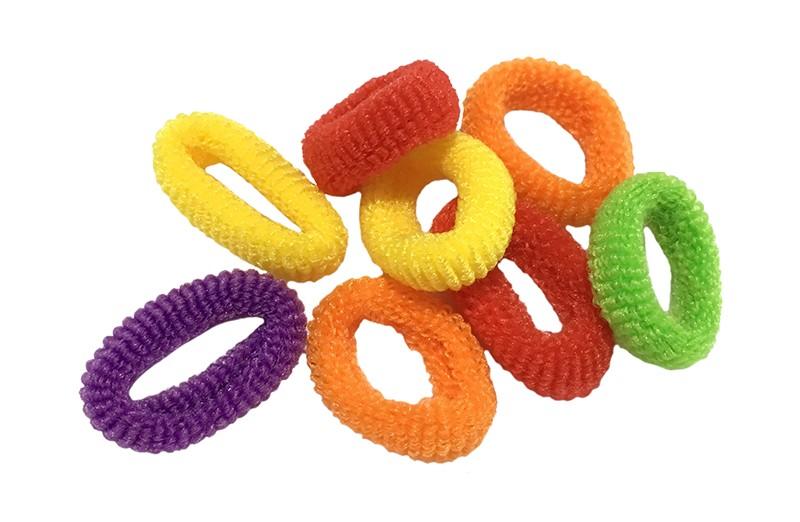 Leuk setje van 8 kleine zachte baby/peuter elastiekjes in vrolijke kleurtjes.