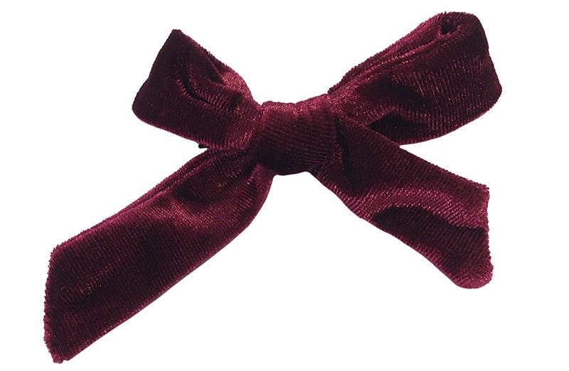 Vrolijk bordeaux rood fluweel stoffen haarstrikje.  Schattig in de haartjes van peuter en kleuter meisjes.  Op een plat haarknipje van 4 centimeter.  Ook leuk om cadeau te geven.