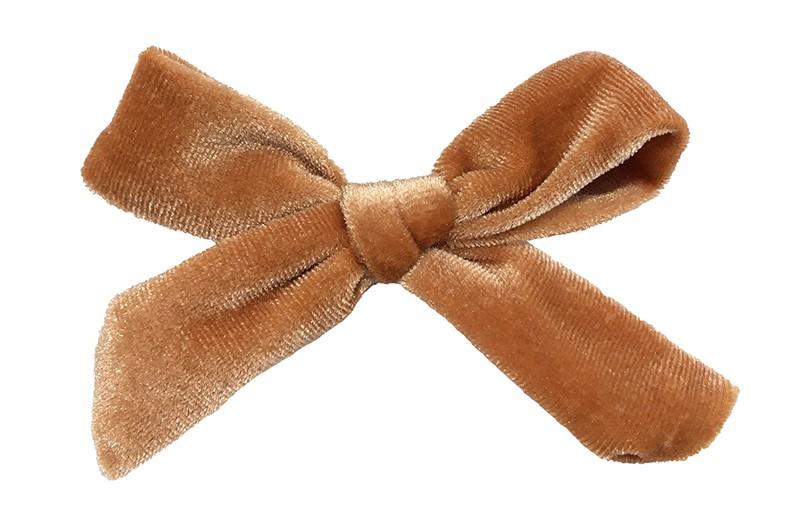 Vrolijk camel (oranje)bruin fluweel stoffen haarstrikje.  Schattig in de haartjes van peuter en kleuter meisjes.  Op een plat haarknipje van 4 centimeter.  Ook leuk om cadeau te geven.