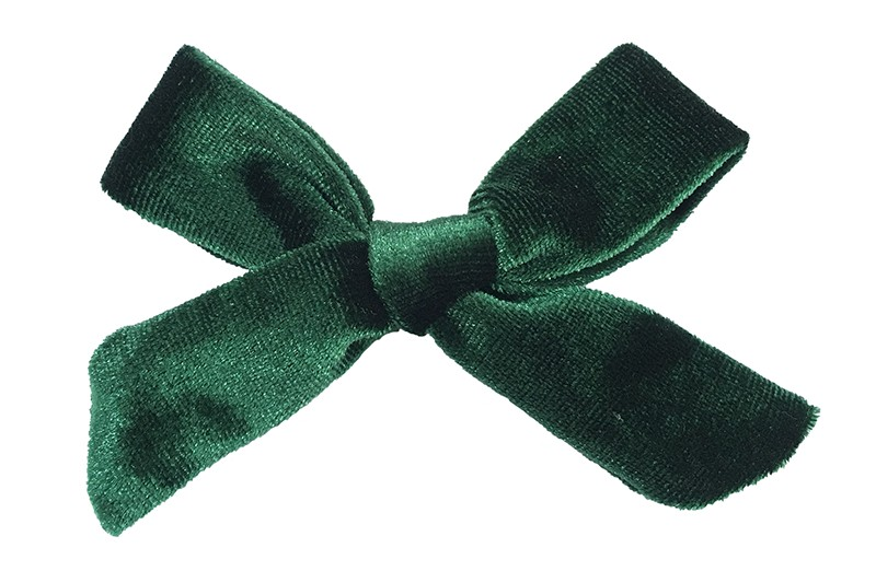 Leuk donker groen fluweel stoffen haarstrikje. Schattig in de haartjes van peuter en kleuter meisjes. Op een plat haarknipje van 4 centimeter. Ook leuk om cadeau te geven.