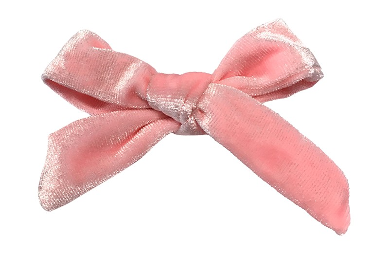 Vrolijk lichtroze fluweel stoffen haarstrikje.  Schattig in de haartjes van peuter en kleuter meisjes.  Op een plat haarknipje van 4 centimeter.  Ook leuk om cadeau te geven.