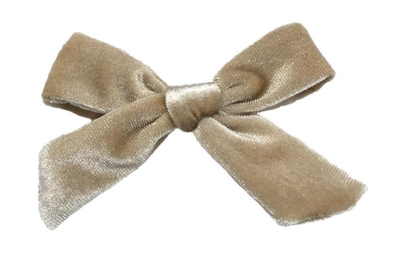 Schattig zand kleurig fluweel haarstrikje.  Lief in de haartjes van peuter en kleuter meisjes.  Op een plat haarknipje van 4 centimeter.  Ook leuk om cadeau te geven.