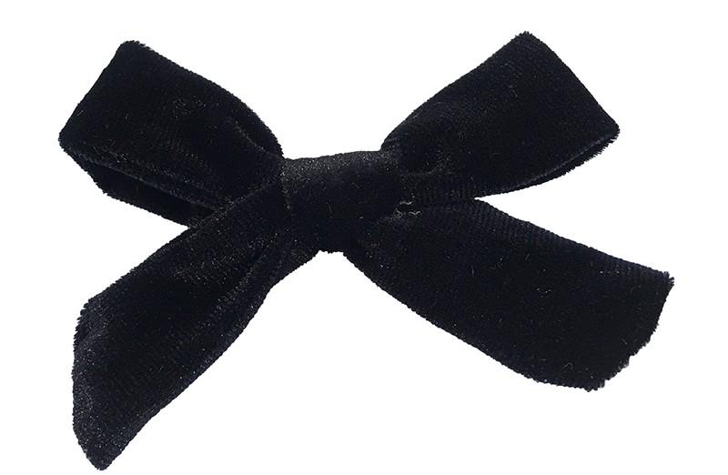 Mooi zwart fluweel haarstrikje.  Schattig in de haartjes van peuter en kleuter meisjes. Op een plat haarknipje van 4 centimeter.  Ook leuk om cadeau te geven.