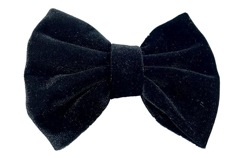 Mooie grote zwarte fluweel stoffen haarstrik. Van lekker zachte stof. Op een handige haarknip met tandjes van ongeveer 5.5 centimeter.