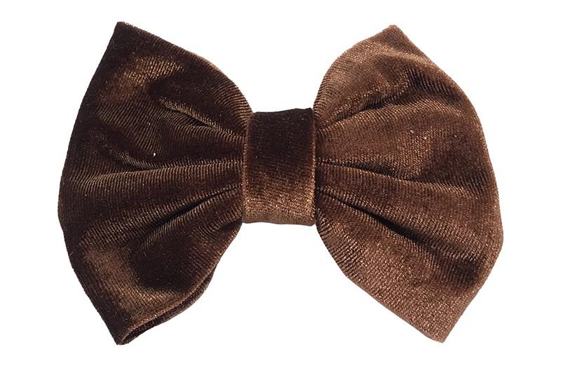 Mooie grote kastanje bruine fluweel stoffen haarstrik. Van lekker zachte stof. Op een handige haarknip met tandjes van ongeveer 5.5 centimeter.