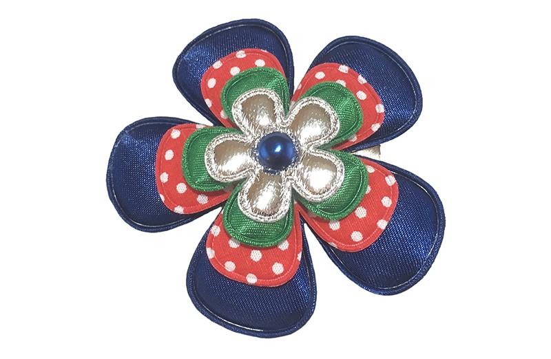 Vrolijke grote kleuter, meisjes haarbloem op knipje.  Met een donkerblauwe bloem, een rood gestippelde bloem, een effen groene bloem en een glanzend zilver bloemetje.  Afgewerkt met een donkerblauw pareltje.  Op een handige haarknip met kleine tandjes van 4.5 centimeter.