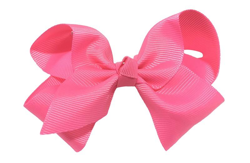 Leuke grote effen fel roze meisjes haarstrik van lint. Op een platte haarknip van 4.5 centimeter bekleed met fel roze lint. De strik heeft een afmeting van ongeveer 10 centimeter.