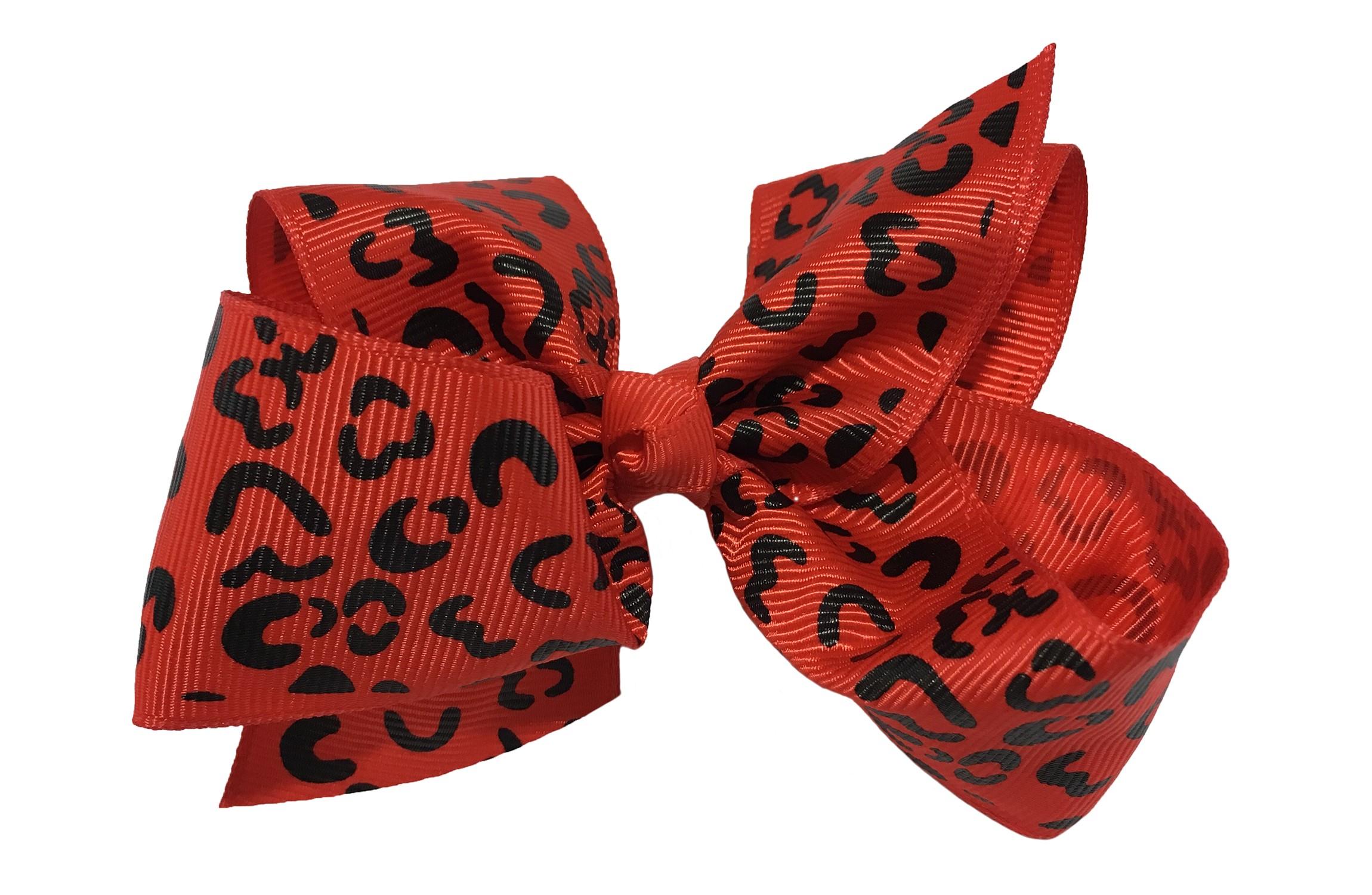 Leuke grote rode meisjes haarstrik van lint met zwart luipaardprintje Op een platte haarknip van 4.5 centimeter bekleed met rood lint. De strik heeft een afmeting van ongeveer 10 centimeter.