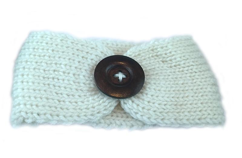 Mooie gehaakte baby haarband wit met bruine houten knoop. Lekker warm deze winter voor de kleine meisjes.
