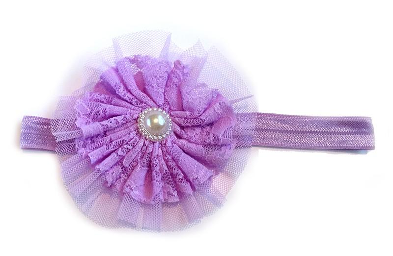 Schattige lila baby haarband met lila kanten bloem. Afgewerkt met mooie parel.