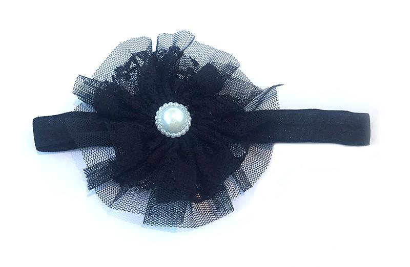 Leuke zwarte baby haarband met zwarte kanten bloem. Afgewerkt met mooie parel.