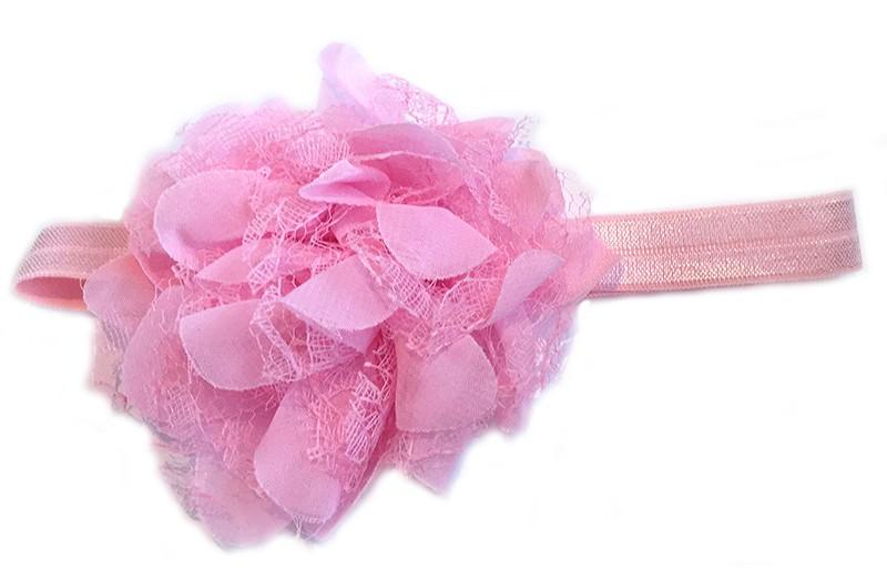 Leuke licht roze peuter / kleuter haarband met mooie licht roze bloem van stof en kant.