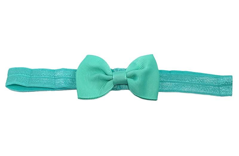 Leuke licht groene elastische baby haarbandje met een (jade) groen strikje erop. Heeft zonder uit te rekken een omtrek van ongeveer 35 centimeter.