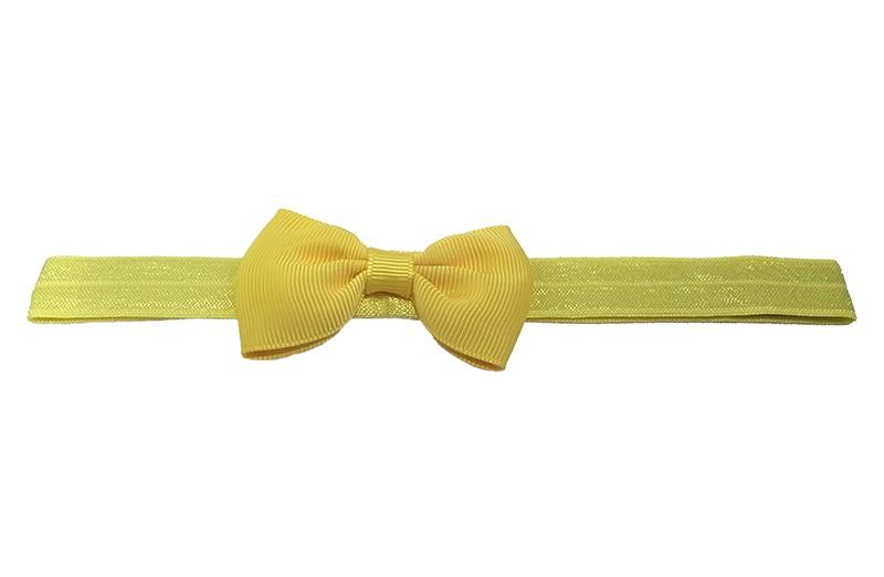 Leuk geel elastische baby haarbandje met een geel strikje van lint.  Het haarbandje is van fijn rekbaar elastiek. Daardoor geschikt tot en met ongeveer 4 jaar.