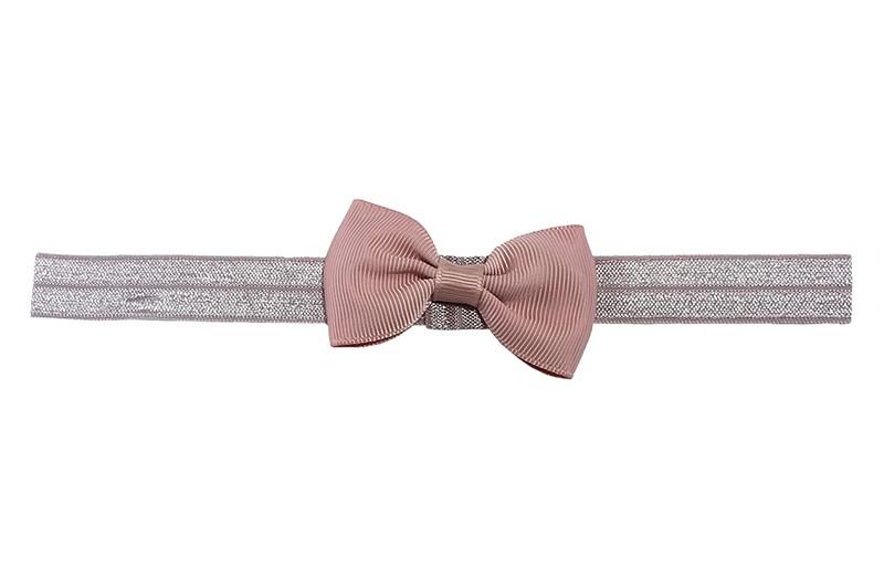 Leuk elastische baby haarbandje met een oudroze strikje erop.  Heeft zonder uit te rekken een omtrek van ongeveer 35 centimeter. Geschikt tot en met ongeveer 5 jaar.